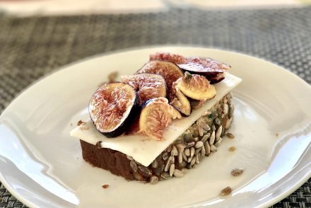 Courgette bread with figs
