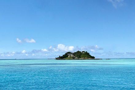 fiji island turqoise ocean