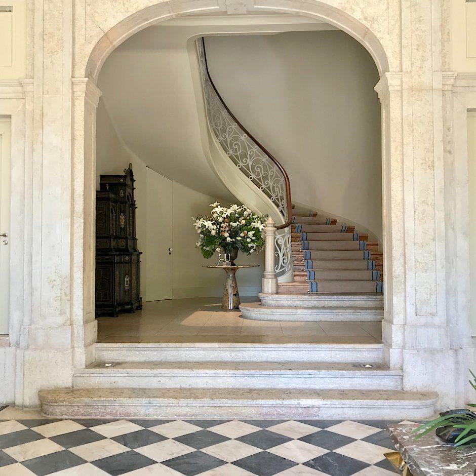 Verride staircase lobby